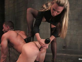 Секс первый раз жопу дала